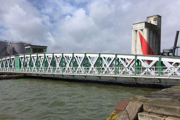 Le pont du Perthuis date de 1910. Il est situé entre le bassin de Saint Nazaire et le bassin de Penhoët. Il va être remplacé en 2019, un appel d'offres est en cours.