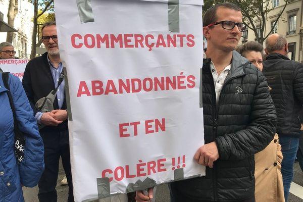Plus d'une centaine de riverains et de commerçants ont protesté contre l'insécurité croissante dans le quartier de la Guillotière, à Lyon. / © J.C. ADDE
