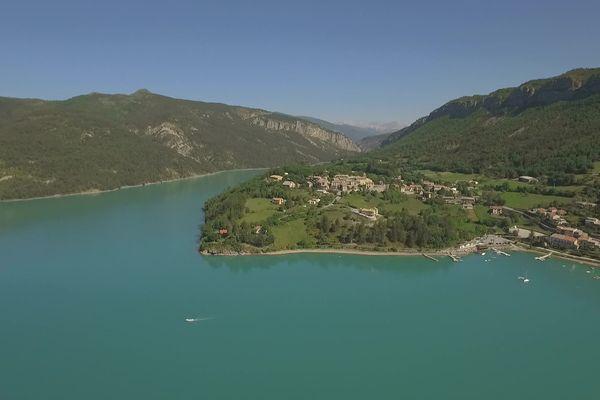 Un des lacs du Verdon, à la belle couleur émeraude