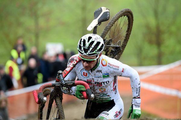 Matthieu Boulo Champion de Bretagne élite aux championnats de Bretagne de cyclo-cross en 2017