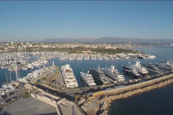 Le quai des milliardaires au port Vauban à Antibes