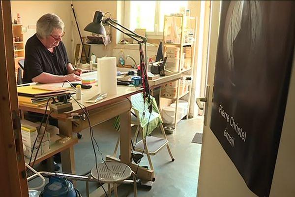 Pierre Christel dans son atelier.