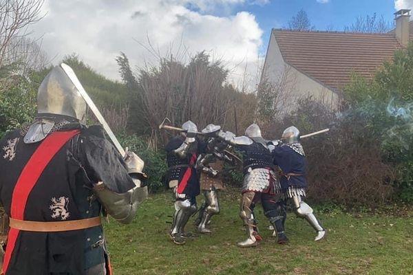 Combat médiéval peu connu, le béhourd est un sport à part entière