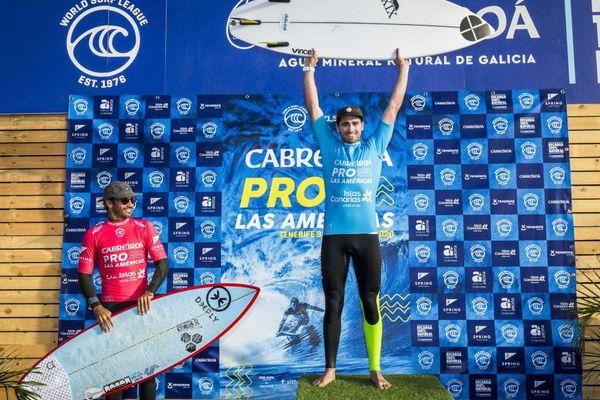 Le surfeur finistérien Gaspard Larsonneur a remporté son premier trophée sur le circuit World Qualifying Series à Tenerife, aux dépens du Canarien Jonathan Gonzalez.