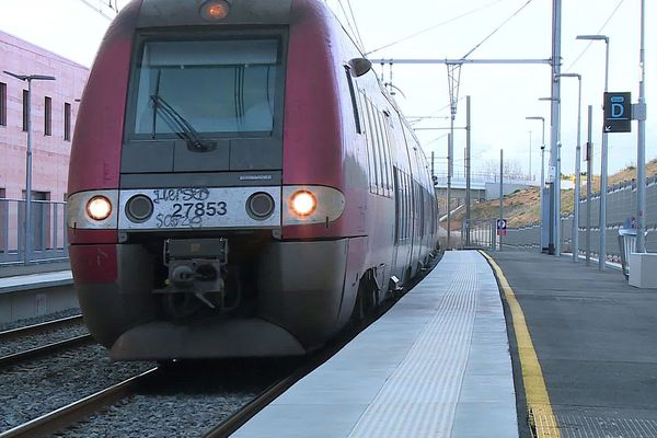 Un TER Occitanie en gare de Nîmes-Pont du Gard - 2020.