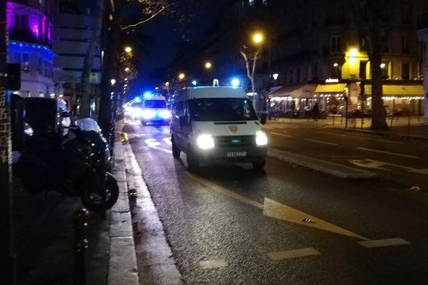 Des forces de l'ordre boulevard de Sébastopol à Paris, samedi 8 janvier.