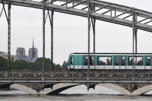 Des stations de métro et des lignes de bus sont déviées en prévision des manifestations des gilets jaunes à Paris.
