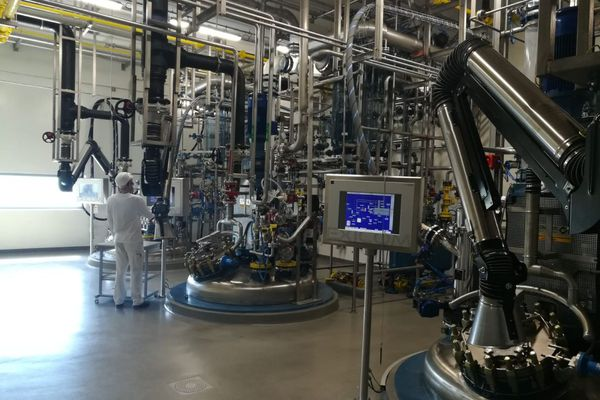 Située près du Puy-en-Velay, l'usine Fareva La Vallée produit des principes actifs pour les médicaments.