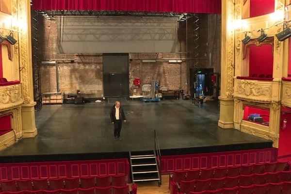 Confiné dans son théâtre, Amédée Zapparata connaît le lieu par cœur mais redécouvre parfois certains détails