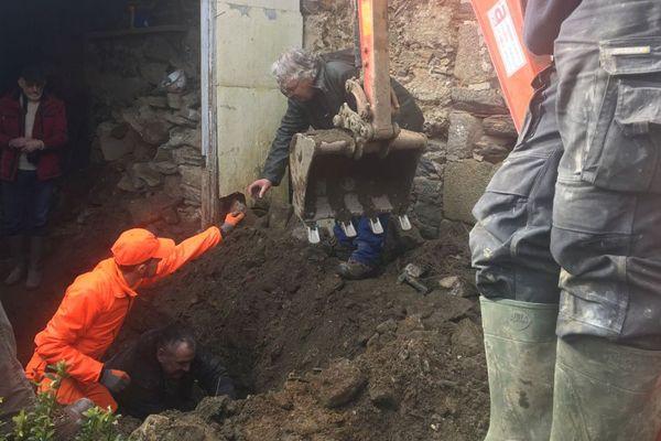 De multiples débris de verres et des os d'origine animale ont été trouvés