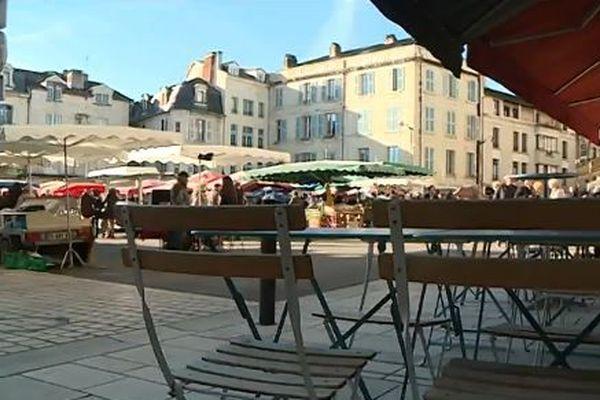 Place de la Clautre dans le centre-ville de Périgueux