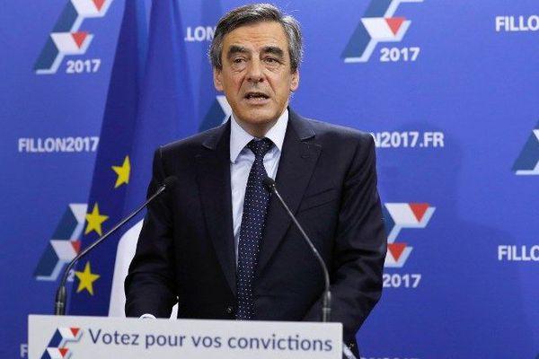 François Fillon (LR) lors de son discours à l'issue du 1er tour de la primaire de la droite et du centre où il est arrivé largement en tête du scrutin