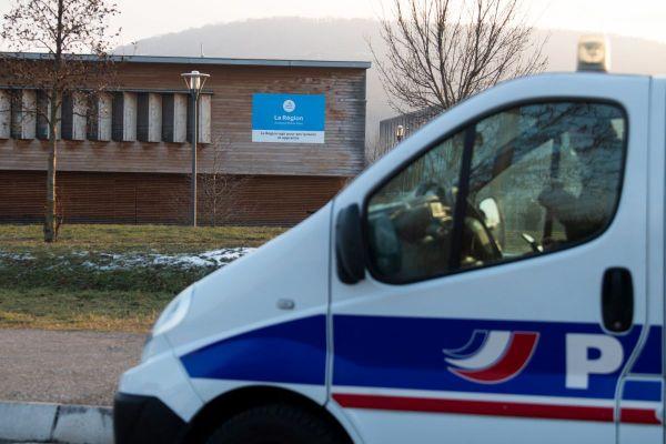 A Riom, près de Clermont-Ferrand, le lycée Pierre-Joël-Bonté est placé sous surveillance policière après des menaces.
