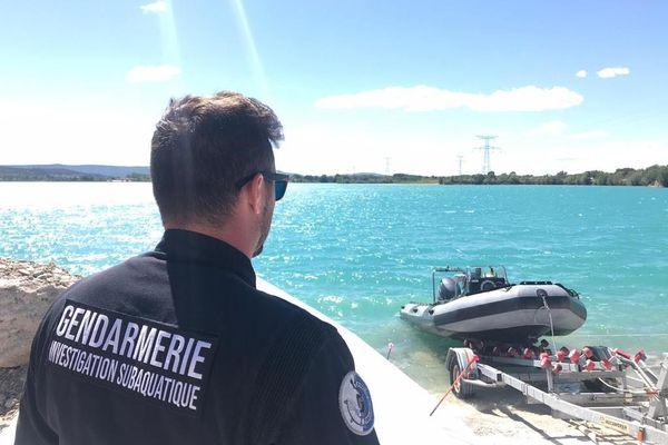 Les plongeurs de la brigade nautique et fluviale de Martigues poursuivent les investigations dans le secteur du crash