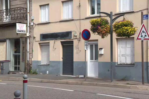 Loire : violente rixe a éclaté lundi 28 juin au petit matin, dans un local transformé en bar associatif à Firminy. Un homme, passé à tabac, a été hospitalisé dans un état sérieux.
