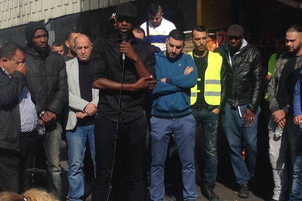 Le frère de Théo, victime d'un viol présumé lors d'une interpellation à Aulnay-sous-Bois, a pris la parole