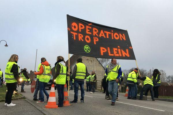 """Une centaine de personnes participaient ce samedi 17 novembre en début de matinée à l'opération """"Trop plein"""" à Tourouvre dans l'Orne"""