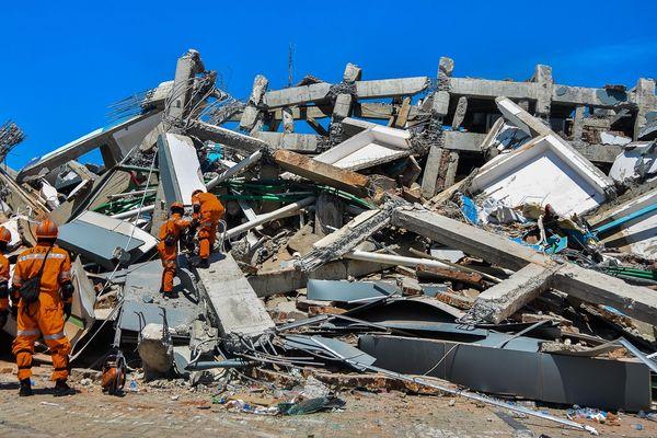 Un séisme de magnitude 7,5 suivi d'un tsunami a frappé l'Indonésie le vendredi 28 septembre.