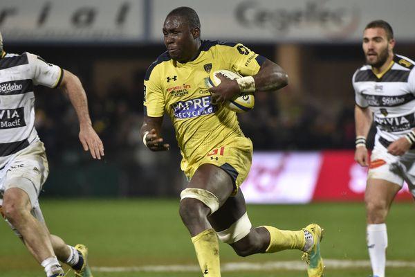 Le troisième ligne de l'ASM Clermont Auvergne Judicaël Cancoriet souffre d'une rupture du tendon pectoral de l'épaule gauche. Il devra être opéré et sera indisponible environ 4 mois, a indiqué le club lundi 14 janvier.