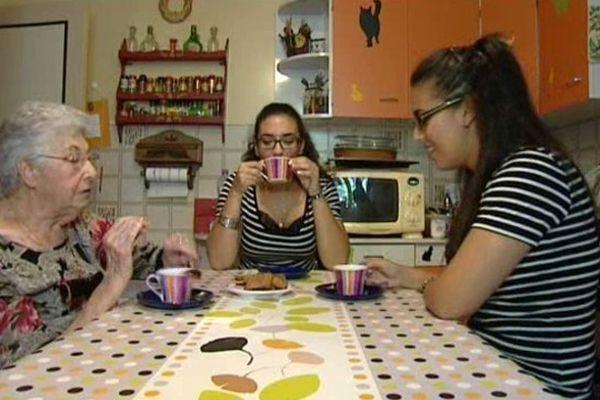 Georgette accueille deux étudiantes marocaines dans sa résidence paloise.