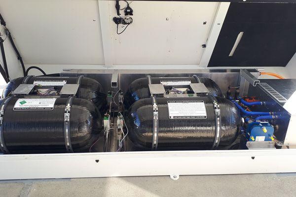 l'hydrogène est stocké dans des réservoirs à haute pression