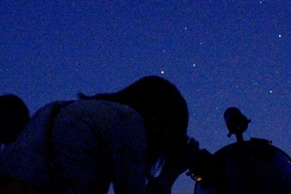 Au programme ce week-end : de lnngues heures à observer les étoiles pour les amateurs d'astronomie