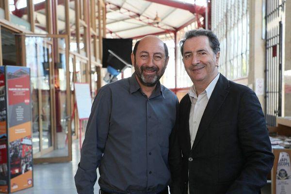 Kad Merad, dans la peau d'un politicien revanchard, et François Morel, dans celui d'un chef de parti très à gauche, lors d'un tournage à Bordeaux en 2017.