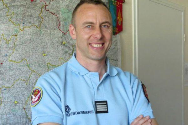 Le lieutenant-colonel Arnaud Beltrame est mort poignardé à la gorge, vendredi 23 mars 2018, après avoir pris la place d'un otage dans le supermarché de Trèbes (Aude).