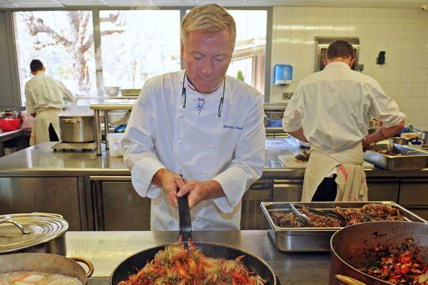 """Le chef Christian Têtedoie dans son restaurant lyonnais, a reçu une """"étoile verte"""" qui récompense une cuisine soucieuse de l'environnement et de l'origine des produits"""