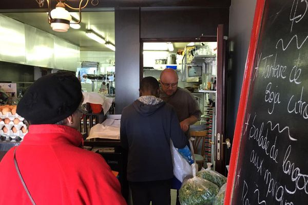 Un restaurateur niçois fait don de sa marchandise à des associations.