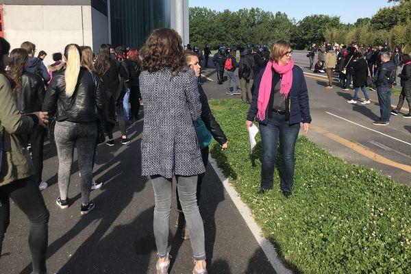Les étudiants avant leur entrée en examen à La Trocardière à Rezé le  16 mai 2018
