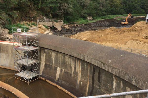 le barrage du Gué Giraud sur la Glane à Saint-Junien (87) est en pleine démolition depuis le mois de mai.