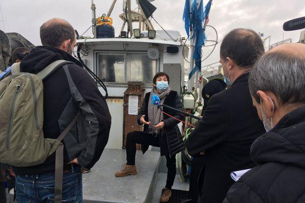 La ministre de la mer Annick Girardin sur un bateau de Capbreton équipé pour lutter contre la capture des cétacés