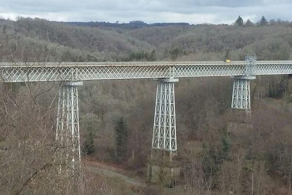 Le viaduc de Busseau érigé au même moment que la gare à la fin du XIXe siècle