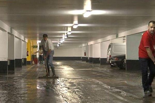 Opération de remis en état dans le parking souterrain du Château de Caen