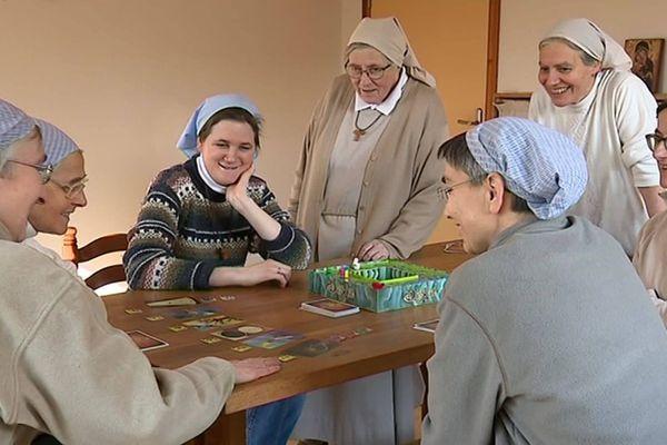 Si la prière rythme leurs journées, les sœurs clarisses de Vermand s'octroient des moments de détente qu'elles jugent essentiels en temps de confinement.
