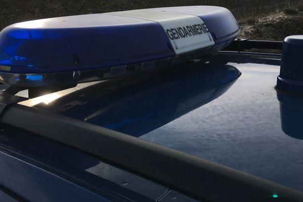 Une enquête est en cours pour retrouver un éventuel deuxième véhicule impliqué.