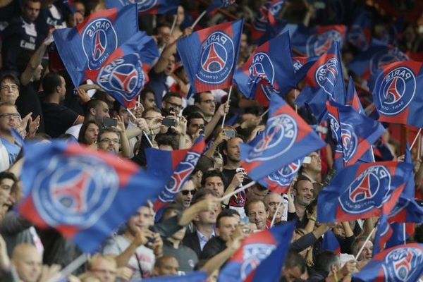 Des supporters du Paris Saint-Germain au Parc des Princes.