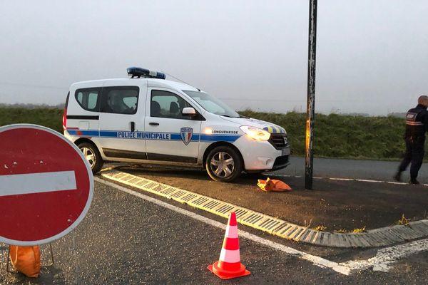 La police bloquait la circulation à Longuenesse.