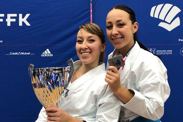 Alexandra (gauche) et Laetitia (droite) Feracci célèbrent leur victoire.