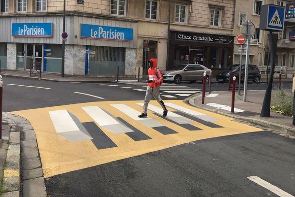 Le premier passage piétons 3D de Beauvais, pour les automobilistes arrivant de la droite.