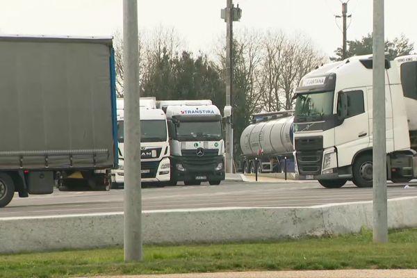 Les trafiquants faisaient monter les migrants à bord des camions stationnés sur les aires de repos, à l'insu des chauffeurs.