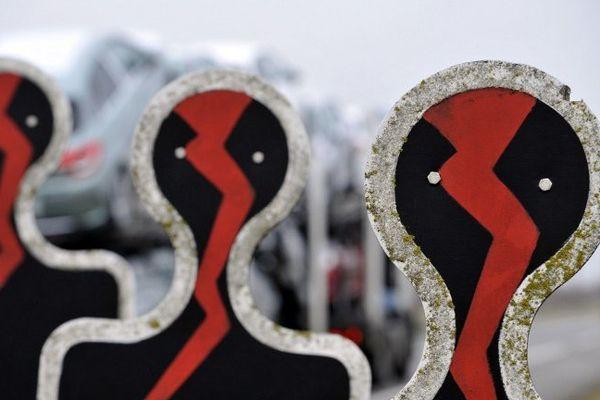 Des silhouettes pour matérialiser des victimes de la route. Février 2011.