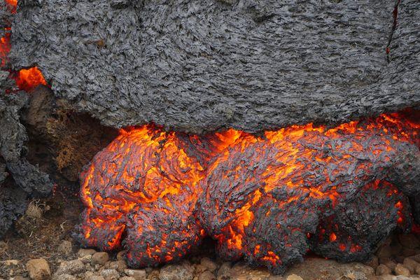 Eric Chazal sur un volcan islandais : détail de l'éruption
