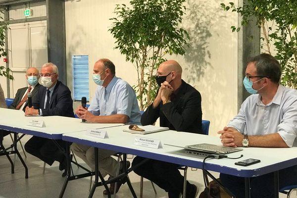 Le jeudi 23 septembre, le maire d'Antibes Jean Leonetti, les représentants de l'ARS et de Veolia, gestionnaire du réseau d'eau potable sur les Alpes-Maritimes, ont donné une conférence de presse.