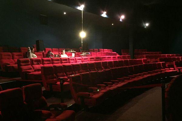 Salles de cinéma obligent, l'accent est mis sur le 7e art. Des projections de films libres de droit, ou indépendants avec l'accord des autres sont régulièrement diffusés. Elles peuvent accueillir plus de 300 personnes.   Les autres salles servent de lieu de concert/théâtre, d'espace de vie, ou d'espace de rangements.