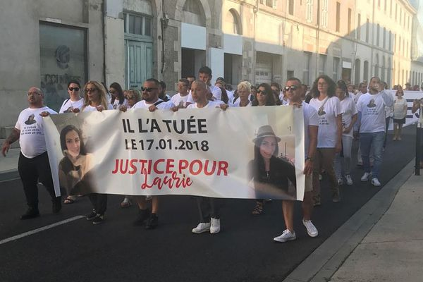 Avant le procès du meurtrier présumé de Laurie, un hommage à la jeune femme tuée en 2018 a été rendu dans les rues de Nîmes