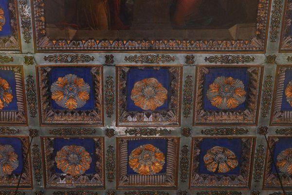 La fresque du plafond va être restaurée.