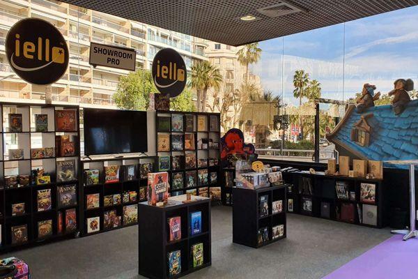 Les éditeurs de jeux de société ne vendent pas directement leurs produits. Ils passent par des distributeurs, en général un par pays. C'est lors des salons professionnels, comme ici à Cannes cette année, qu'ils doivent les convaincre.