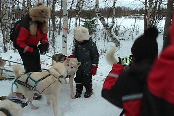Des enfants malades en voyage en Laponie, en Finlande.